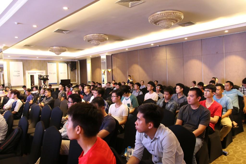 Rất nhiều developer đến tham dự chương trình.